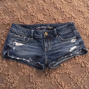 Woman's American Eagle 00 Distressed Denim Shorts